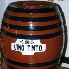 Antigüedades: TONEL CERÁMICO PARA VINO TINTO CON DECORACIÓN ART DECO. 47 CMS.ALTO,38 CMS CENTRO Y 29 BASE,. Lote 110417015