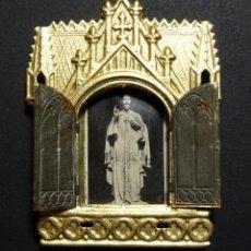 Antigüedades: CAPILLA NEOGOTICA EN CHAPA CON IMAGEN DE JESUCRISTO, PPIOS SIGLO XX. Lote 110426815