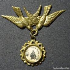 Antigüedades: MEDALLA DE CUNA O ROPA PARA PROTECCION NIÑOS.VIRGEN DE VELILLA. LEON. Lote 110429139
