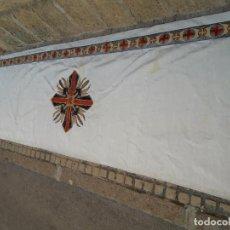 Antigüedades: PAÑO DE ALTAR BORDADO CON HILO DE ORO . Lote 110439815