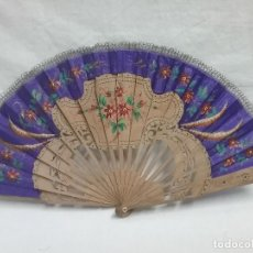 Antigüedades: ANTIGUO ABANICO VARILLAS DE MADERA Y TELA PINTADA A MANO. Lote 110441183