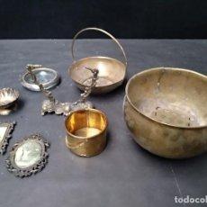 Antigüedades: LIQUIDACION. PIEZAS DE METAL VARIADAS. MACETERO LATÓN, MARCO SEDA PEQUEÑO, ETC. Lote 110448935