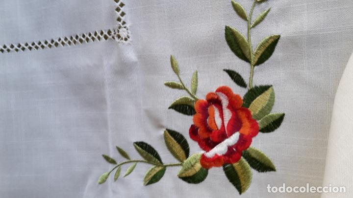 Antigüedades: Magnifica manteleria bordada.Beige claro 180 x 270 cm. 12 Servicios - Foto 10 - 212769057