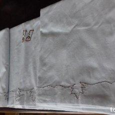 Antigüedades: ANTIGUA SABANA CON INICIALES BORDADAS A MANO.. Lote 110485507