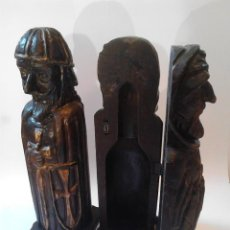 Antigüedades: PAREJA DE FIGURAS-BOTELLEROS. MONJE Y CABALLERO TALLADOS EN MADERA. 45 CM. DE ALTO. . Lote 110492371