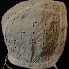 Antigüedades: ANTIGUO GORRO DE MUSELINA ENCAJE RICHELIEU - MUÑECA - BEBE S. XIX . Lote 110493395