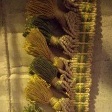 Antiquités: FLECO AMARILLO Y VERDE CON POMPONES SIN USAR 10 METROS.. Lote 110495474