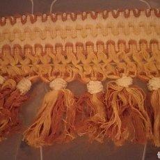 Antigüedades: FLECO ROSA SALMÓN Y CRUDO ANCHO SIN USAR POR METROS.. Lote 110496499