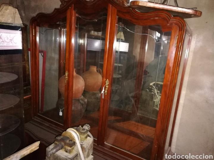 VITRINA MUY BONITA EN BUEN ESTADO. ALGUN ROZON. (Antigüedades - Muebles Antiguos - Vitrinas Antiguos)