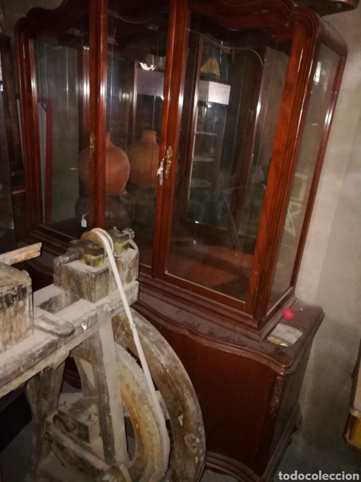 Antigüedades: Vitrina muy bonita en buen estado. Algun rozon. - Foto 2 - 110556558