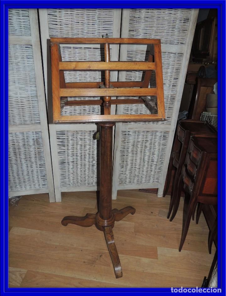 PRECIOSO ATRIL DE IGLESIA O CORO EN NOGAL (Antigüedades - Muebles Antiguos - Auxiliares Antiguos)
