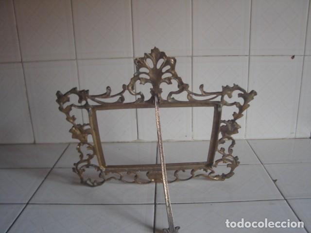 Antigüedades: Gran marco de sobremesa para foto de bronce. Periodo Belle Epoque (1871-1914) - Foto 2 - 110615171