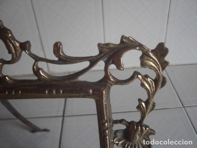 Antigüedades: Gran marco de sobremesa para foto de bronce. Periodo Belle Epoque (1871-1914) - Foto 5 - 110615171