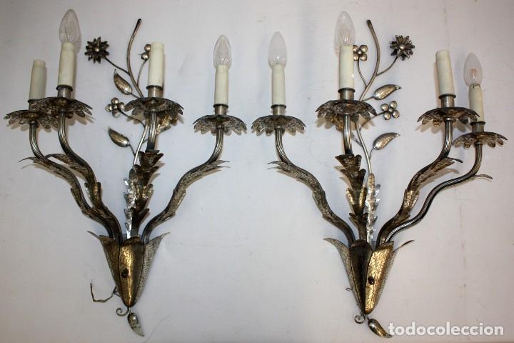 PAREJA DE APLIQUES DE PARED EN METAL Y LATON DE MEDIADOS DEL SIGLO XX (Antigüedades - Iluminación - Apliques Antiguos)
