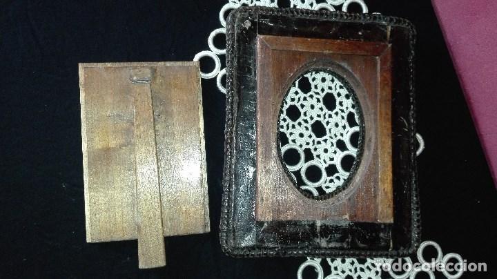 Antigüedades: ANTIGUO MARCO DE FOTO EN PIEL REPUJADA - Foto 10 - 110634139