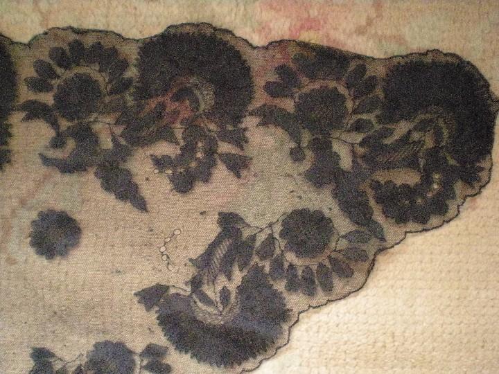 Antigüedades: Velo o Mantilla antigua de encaje de misa de en triángulo de 1,18 por 55 - Foto 2 - 110303271
