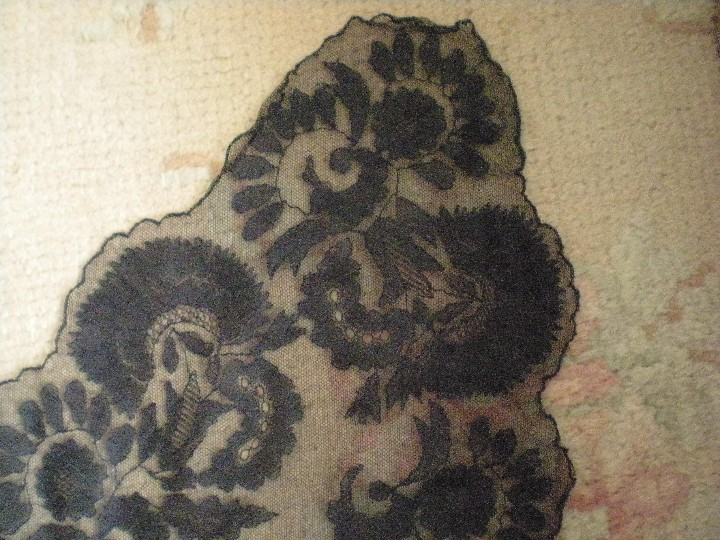 Antigüedades: Velo o Mantilla antigua de encaje de misa de en triángulo de 1,18 por 55 - Foto 6 - 110303271