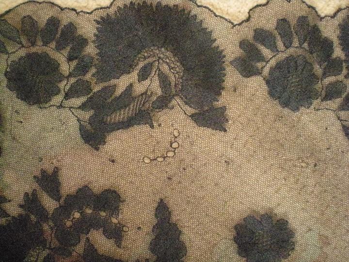 Antigüedades: Velo o Mantilla antigua de encaje de misa de en triángulo de 1,18 por 55 - Foto 9 - 110303271