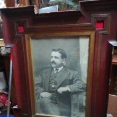 Antigüedades: MARCO XIX CON FOTOGRAFÍA DE PERSONAJE ORIJINAL. Lote 110669170