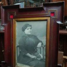 Antigüedades: MARCO XIX CON FOTOGRAFÍA DE PERSONAJE ORIGINAL. Lote 110669631