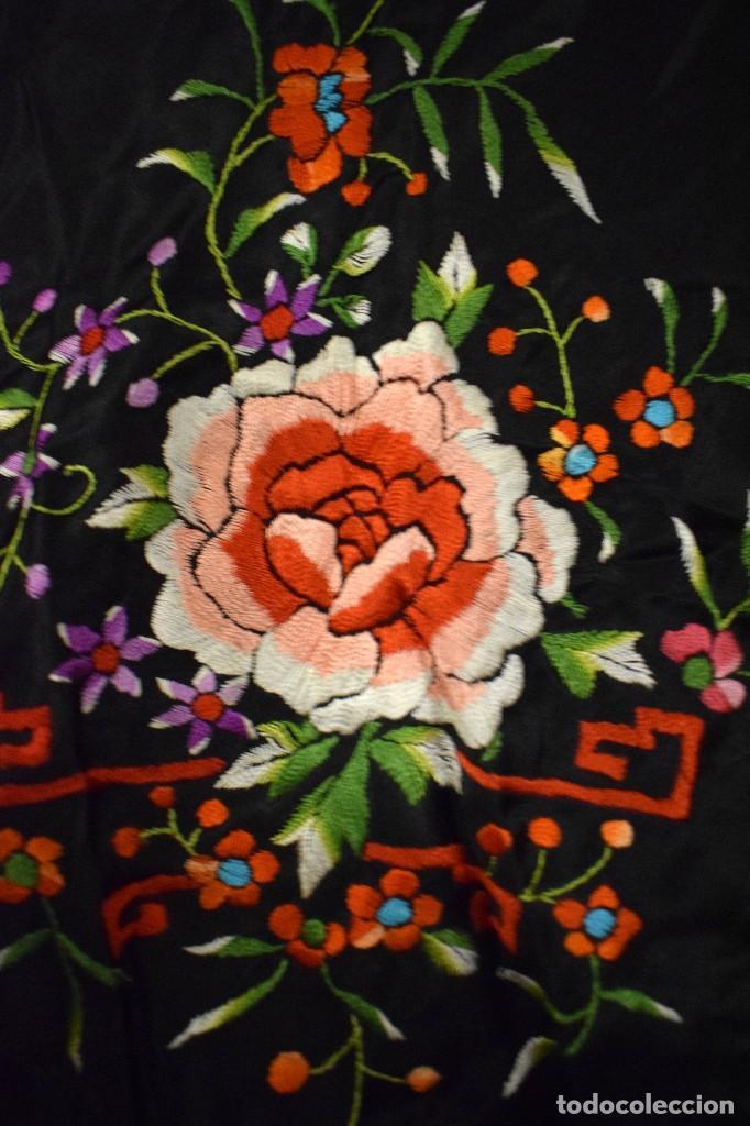 Antigüedades: Mantón de Manila, mantoncillo raso de raso de seda para niña o feria - Foto 2 - 110686003