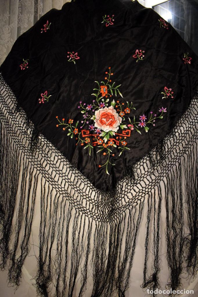 Antigüedades: Mantón de Manila, mantoncillo raso de raso de seda para niña o feria - Foto 3 - 110686003