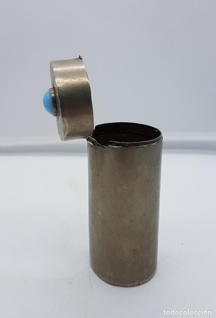 Antigüedades: Cofre o caja antigua cilindrica en metal plateado con cabujón de piedra azul turquesa . - Foto 2 - 110729059