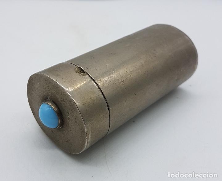 Antigüedades: Cofre o caja antigua cilindrica en metal plateado con cabujón de piedra azul turquesa . - Foto 3 - 110729059