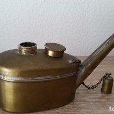 Antigüedades: ANTIGUA LAMPARA A PETROLIO HECHA EN METAL DORADOSELADA T, 1 1/2 ANOS 30,40. Lote 110838407
