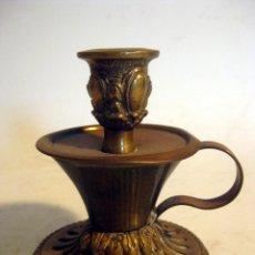 Antigüedades: CANDIL PORTAVELA DE LATON. Lote 110846739