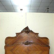 Antigüedades: ANTIGUA CAMA DE MADERA NOGAL TALLADA, ESTILO LUIS XV. Lote 110880839