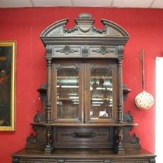 Antigüedades: ANTIGUO MUEBLE TRINCHERO APARADOR MADERA TALLADA A MANO. Lote 110882379