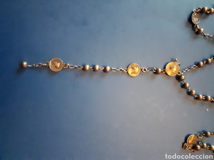 Antigüedades: Bonito rosario de plata. Con pequeñas medallas religiosas con imágenes religiosas. - Foto 2 - 110901428