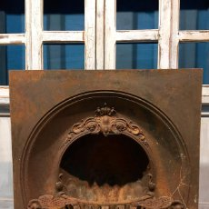 Antigüedades: ANTIGUA CHIMENEA DE HIERRO FUNDIDO CALIENTAPIÉS. Lote 110904175