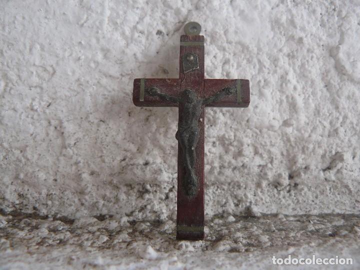 CRUZ CRUCIFIJO INSCRIPCION ROMA. (Antigüedades - Religiosas - Crucifijos Antiguos)