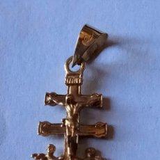 Antigüedades: COLGANTE CRUZ DE CARAVACA DE ORO 18 K. 1,2 GRM. 2,8 CM.. Lote 110954167