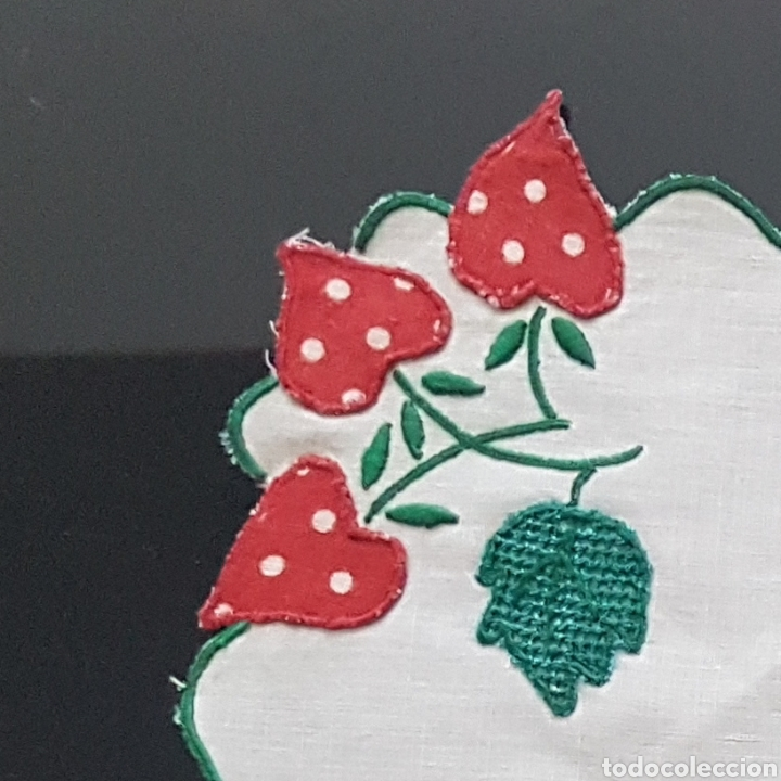 Antigüedades: Tapete lino fresas bordadas - Foto 6 - 111028079