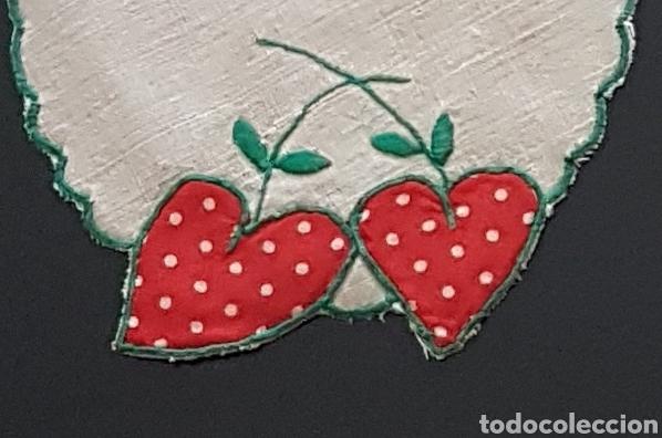 Antigüedades: Tapete lino fresas bordadas - Foto 7 - 111028079