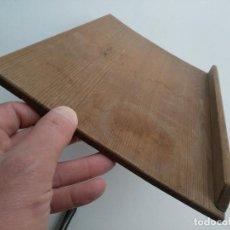 Antigüedades: TABLA MADERA PARA ATRIL O ESTANTE. PINO MELIS, ANTIGUO.. Lote 111053083