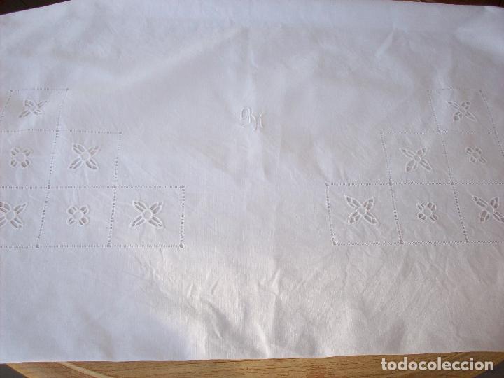Antigüedades: DOS CUADRANTES ANTIGUOS EN LINO BORDADOS A MANO . MUY BUEN ESTADO - Foto 3 - 111082351