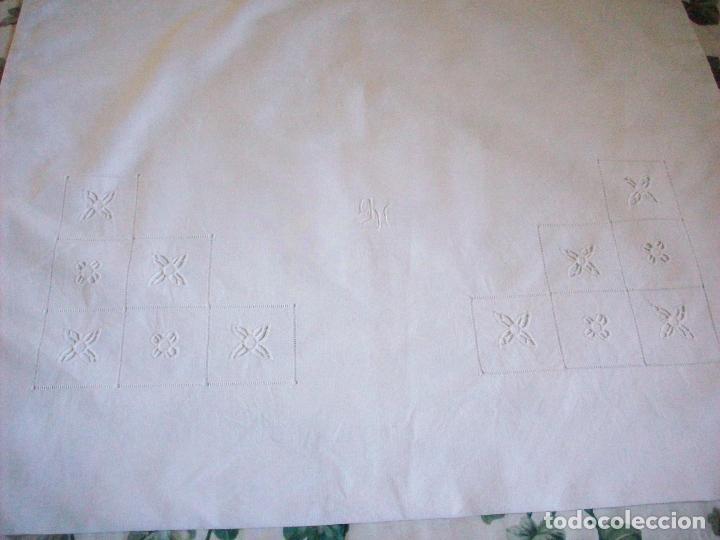 Antigüedades: DOS CUADRANTES ANTIGUOS EN LINO BORDADOS A MANO . MUY BUEN ESTADO - Foto 4 - 111082351