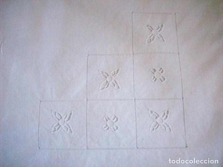 Antigüedades: DOS CUADRANTES ANTIGUOS EN LINO BORDADOS A MANO . MUY BUEN ESTADO - Foto 6 - 111082351