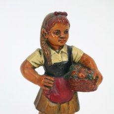 Antigüedades: ESCULTURA DE RESINA POLICROMADA - NIÑA CATALANA CON FRUTA - RD. HOSTALRICH/HOSTALRIC. Lote 111083075