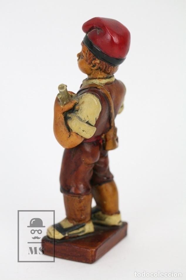 Antigüedades: Escultura de Resina Policromada - Niño Catalán Con Escopeta - RD. Hostalrich/Hostalric - Foto 3 - 111083136