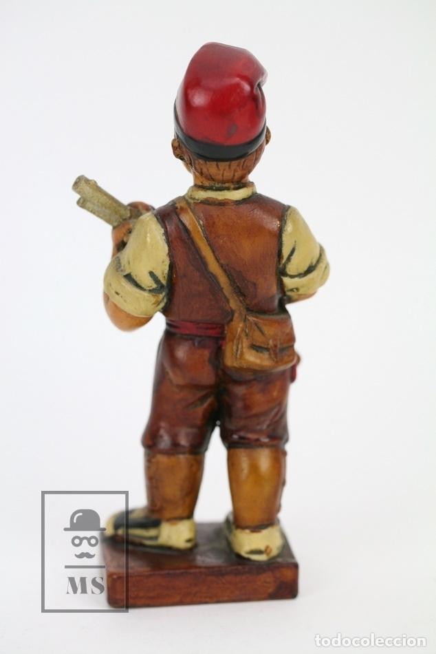 Antigüedades: Escultura de Resina Policromada - Niño Catalán Con Escopeta - RD. Hostalrich/Hostalric - Foto 4 - 111083136