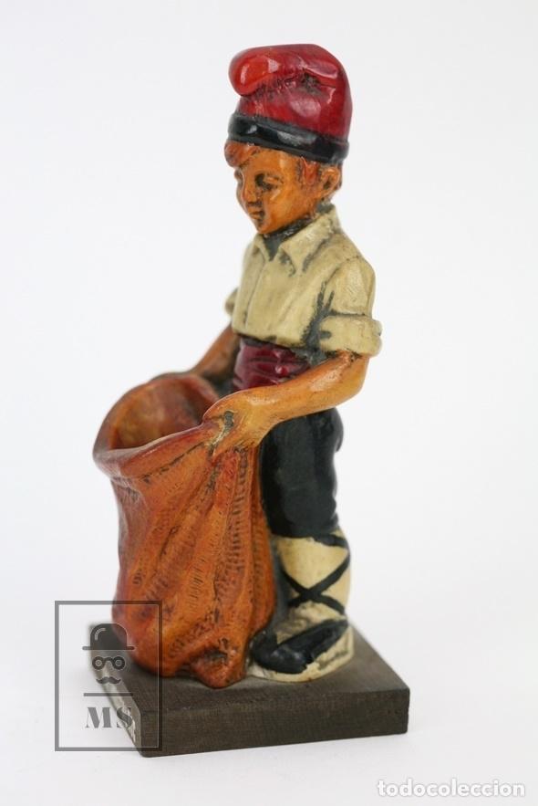 Antigüedades: Escultura de Resina Policromada - Niño Catalán Con Saco - RD. Hostalrich/Hostalric - Foto 2 - 111083162