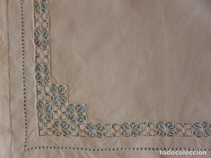 Antigüedades: ANTIGUO TAPETE DE LINO - BORDADO DE DIFERENTES VAINICAS Y ENCAJES S.XIX - Foto 4 - 111094767