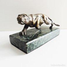 Antigüedades: PEQUEÑA FIGURA DE UN TIGRE EN BRONCE   CIRCA 1930   SMALL FIGURE OF A TIGER IN BRONZE. Lote 111164843