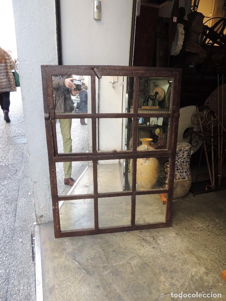 Antigüedades: PRECIOSO ESPEJO ANTIGUO DE HIERRO TIPO VENTANA MUY DECORATIVO - Foto 2 - 111174295