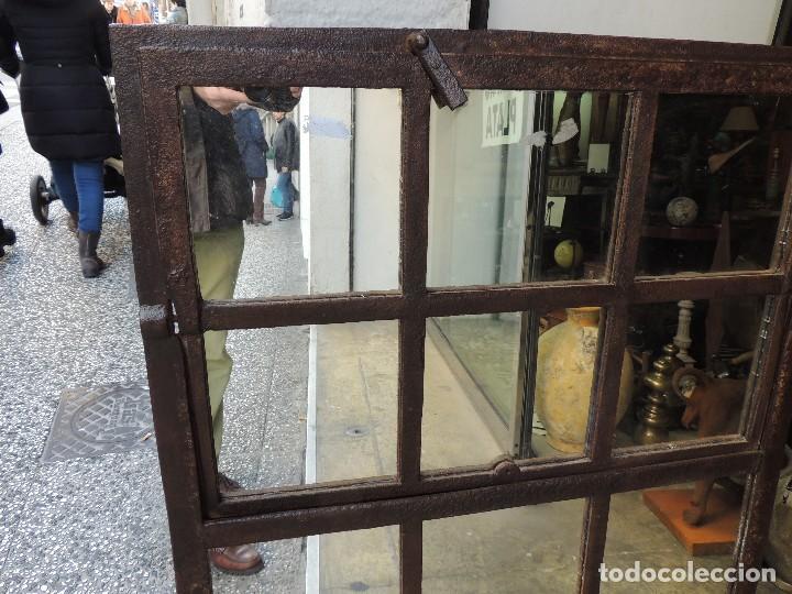 Antigüedades: PRECIOSO ESPEJO ANTIGUO DE HIERRO TIPO VENTANA MUY DECORATIVO - Foto 4 - 111174295